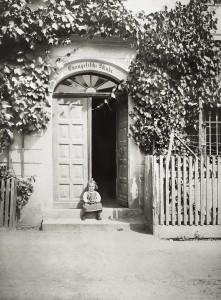 A 1911 Schuleingang
